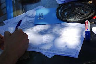 Photo: Recogiendo firmas para la ICE en Lavapiés.