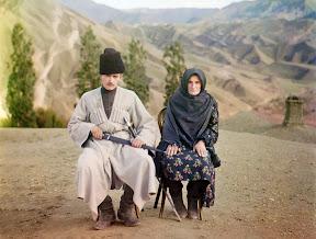 Мужчина и женщина позируют для фото в Дагестане, 1910 год