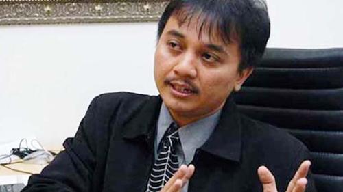 Masalah Sertifikat Vaksin Jokowi Dilemparkan ke Kemenkes, Roy Suryo: Karut Marut! Maklum Mereka Cuma Pembantu