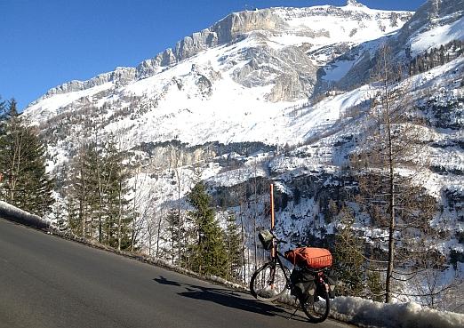Mit dem Fahrrad 'Panther Dominance Trekking' am Col du Pillon (1546 m)