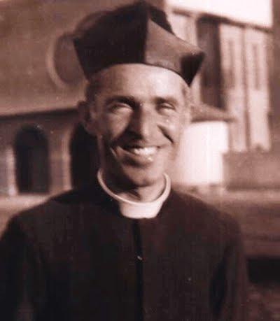 don Ernesto Montagner davanti alla chiesa di San Donato a Pedrinahs Paulista - Brasile