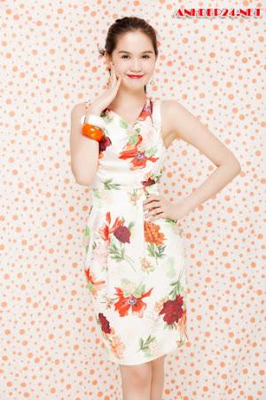 Ngắm Ảnh Ngọc Trinh Đẹp Diện Váy Hoa Xinh Tươi