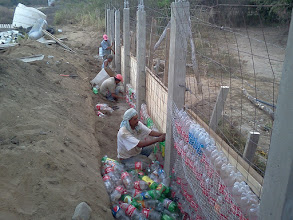 Photo: Plastic PET bottles from the Bucerias recycling association are being used as filler material.