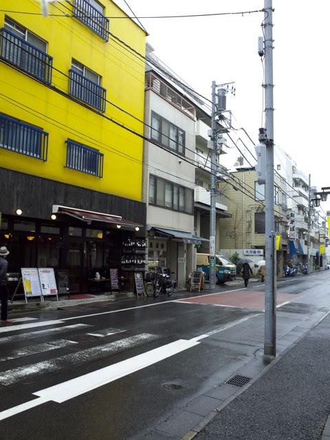 渋谷神山町の魚力の前の通り