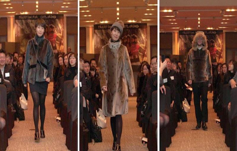 표범가죽 패션쇼 모습