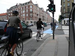 велосипедисты на велополосе