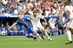 Marseille, 2016. június 18. Az izlandi Johann Gudmundsson (b) és Kádár Tamás a franciaországi labdarúgó Európa-bajnokság F csoportja második fordulójában játszott Izland - Magyarország mérkõzésen a marseille-i Velodrome Stadionban 2016. június 18-án. MTI Fotó: Illyés Tibor