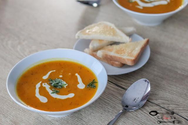 dania obiadowe,zupa dyniowa, zupa krem z dyni, krem z dyni i cukinii, zupa dyniowo-cukiniowa