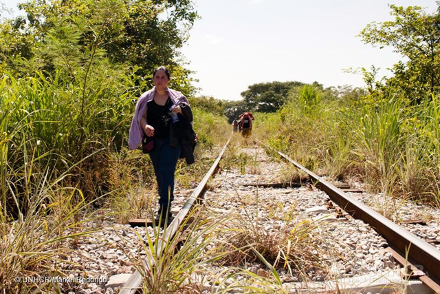 A woman fleeing from El Salvador walks along the train tracks in Chiapas, Mexico. This stretch of her walk began on Arriaga, Chiapas. She is on her way to the United States. Mexico. Central American Refugees. Photo: Markel Redondo / UNHCR
