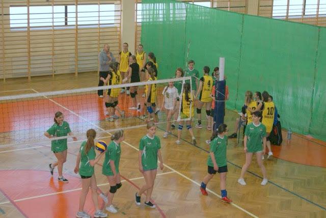 Zawody siatkarskie dziewczat 1 marca 2011 - DSC09336_1.JPG