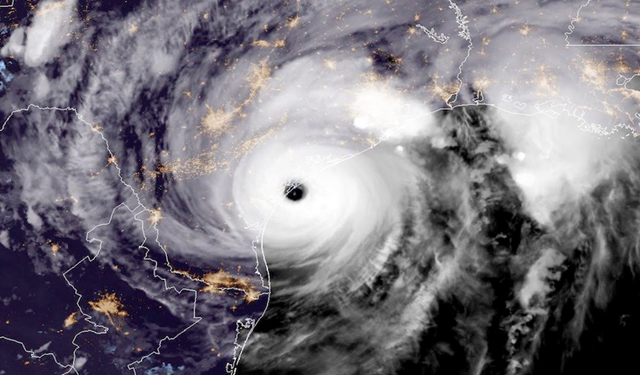 In this NOAA image, NOAA's GOES East satellite capture of Hurricane Harvey shows the storm making landfall shortly after 8:00pm CDT on 25 August 2017 on the mid-Texas coast. Photo: NOAA Satellites