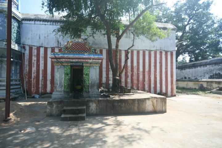Sri Brahma Sira Kandeeswarar Temple, Thirukkandiyur, Thiruvaiyaru - 275 Shiva Temples