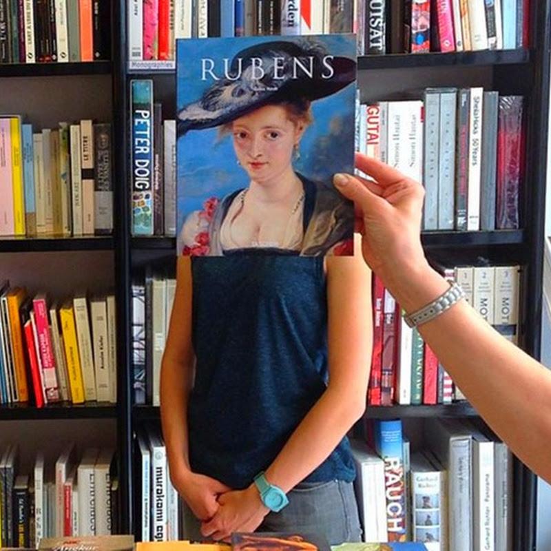 Когда продавцам в книжном магазине скучно…