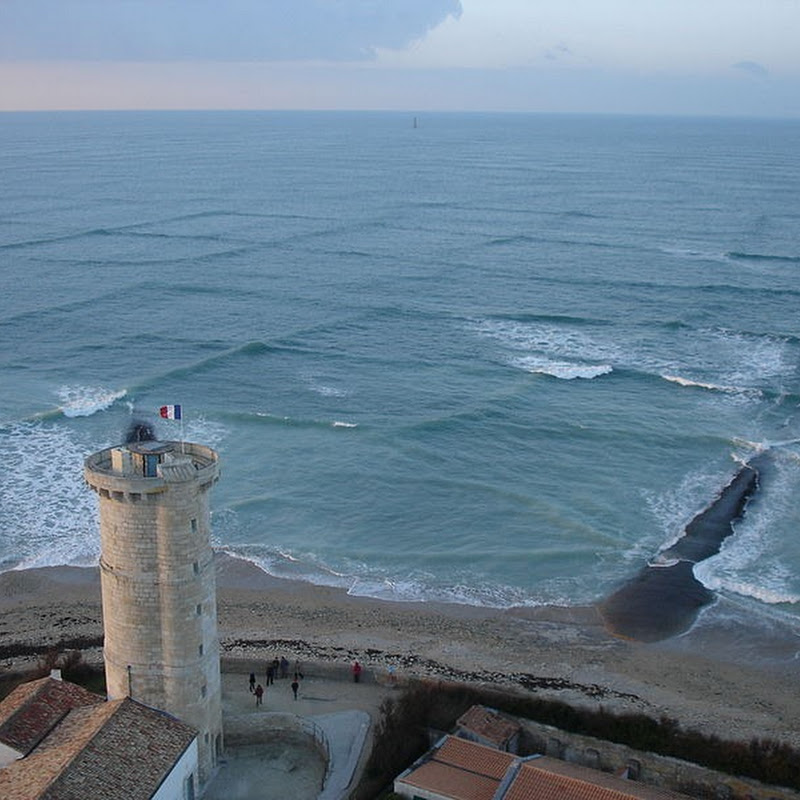 Cross Sea: When Two Waves Meet