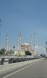 Sabancı Merkez Camii - Adana - Şaşalı bir görünütüsü var.jpg