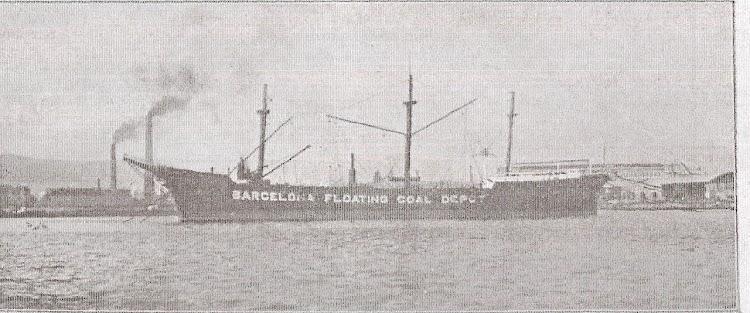 Una imagen del El pontón COLUMBUS visto por su costado de babor. Revista VIDA MARITIMA.jpg