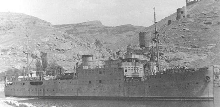 21- El LVOV con el color gris naval. Ca. 1944. Remita por Nicholas Mitiuckov.jpg