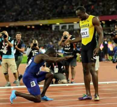 Justin Gatlin Bows To Usain Bolt After Defeating Him As World Champion