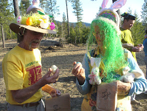 Photo: Don Presley and Cheryl Barreca discussing the fine points of cracking eggs.