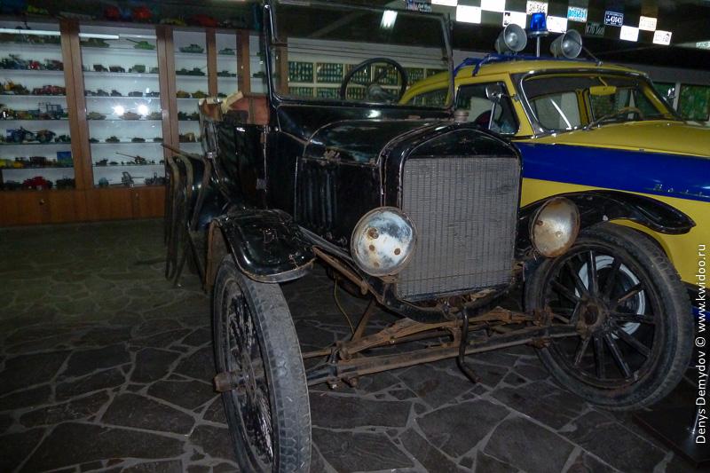 Самый старинный автомобиль в Украине - Форд.