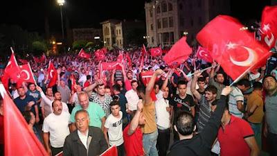 Jutaan Rakyat Turki Turun Ke Jalan , Mendukung Erdogan