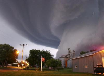 Tornado - Iowa, United States (June 2008)