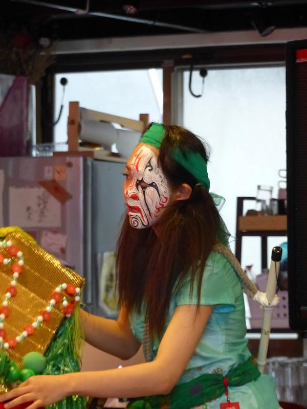 Taipei. Maquillage au Thinker s theater à Di Rua jie 迪化街 - maquillage1%2B009.JPG