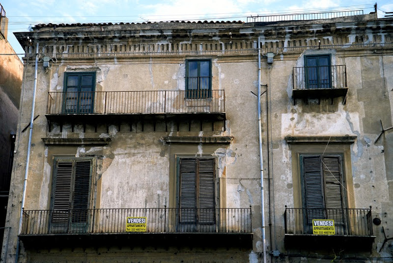 33. Apartments to let. Palermo. Sicily. 2013