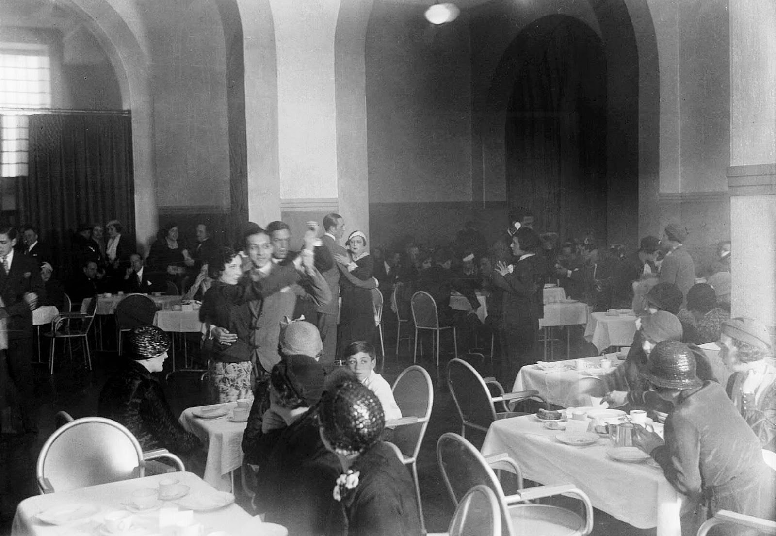 [1934-Baile-14-041]
