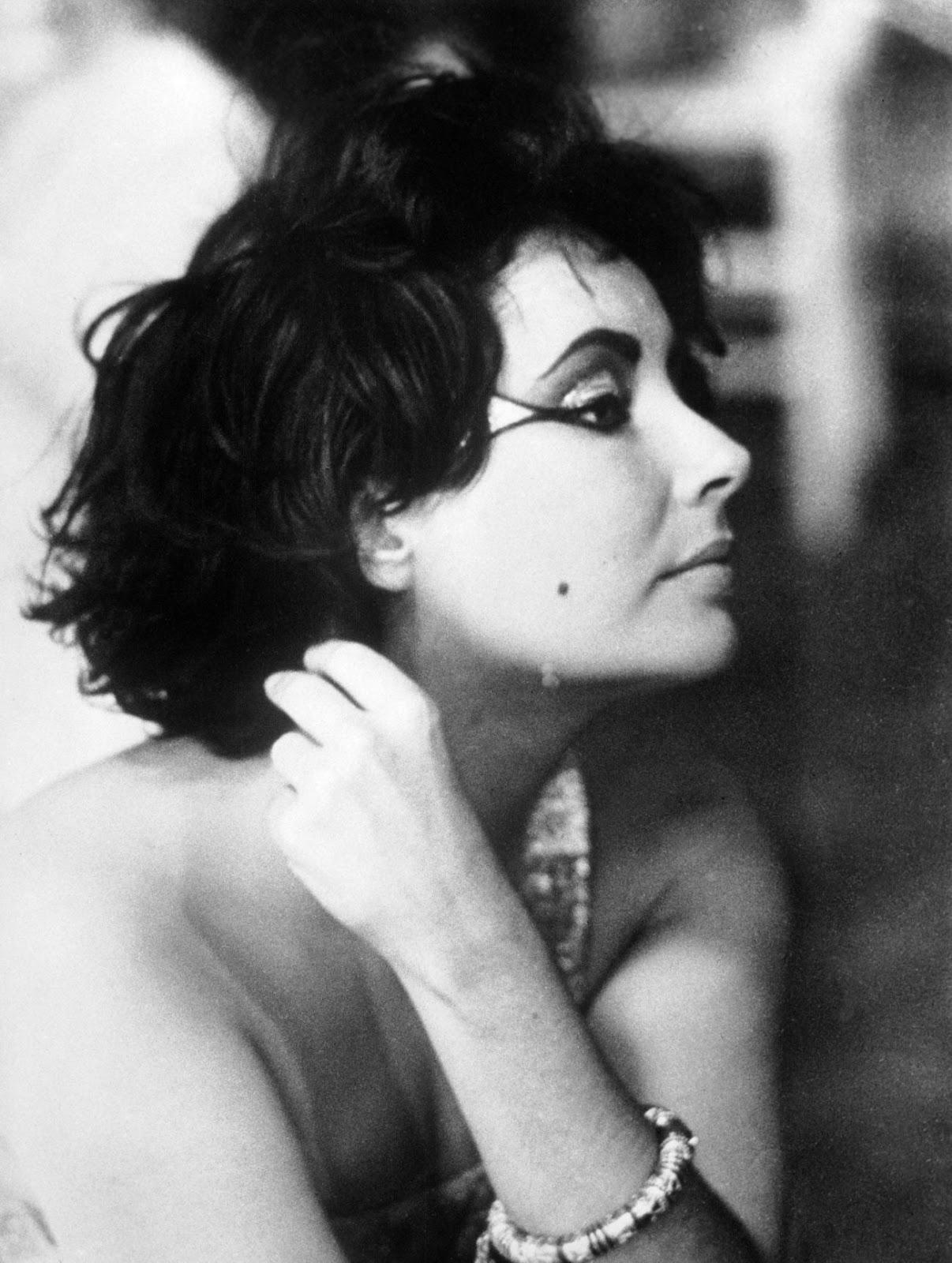 Glamour Begins At Home: Elizabeth Taylor