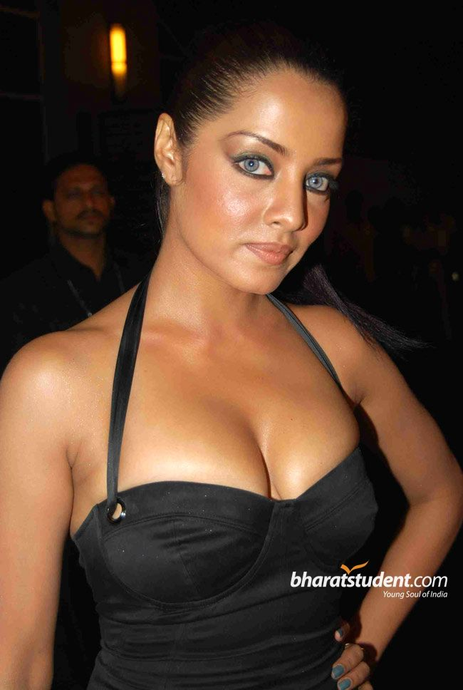 Men Women Photos Celina Jaitley Hot Cleavage Show At The -9498