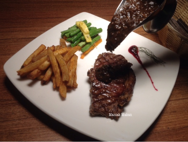 maniak-makan-daging-panggang-resto-sawangan-depok-sirloin-steak-people-choice
