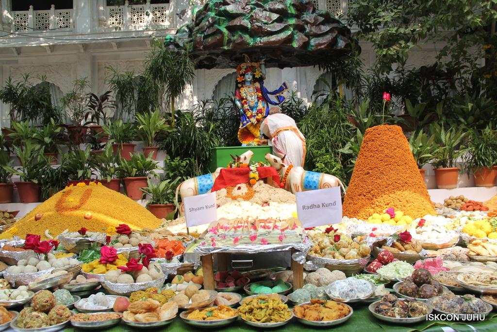 Govardhan Annakut Darshan  At ISKCON Juhu on 31st Oct 2016 (44)