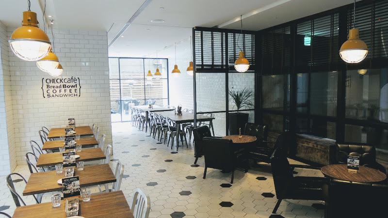 Check Café 雀客咖啡一樓座位全貌.JPG