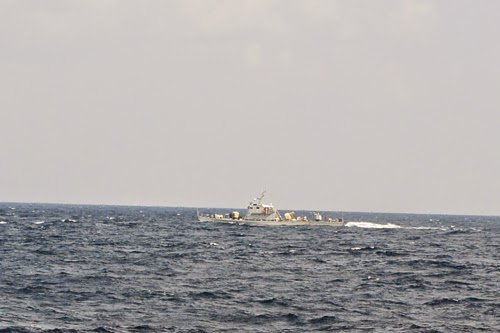 Cứu ngư dân ở Hoàng Sa giữa gọng kềm tàu Trung Quốc - ảnh 3