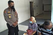 Polsek Medan Timur Polrestabes Medan Bantu Pasutri Lansia Dapatkan Vaksin