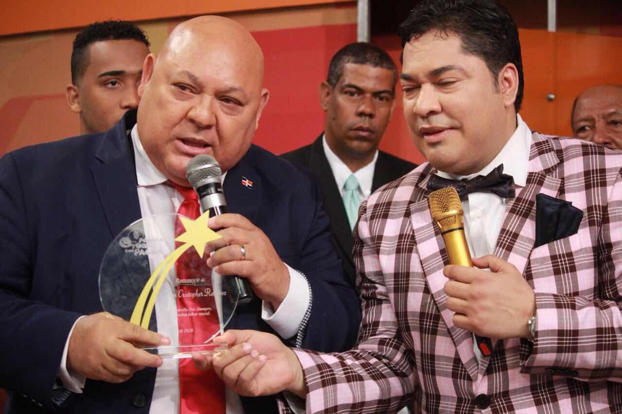 """Pégate y Gana con el Pachá reconoce al apóstol José Cristopher como una """"Estrella por Siempre"""""""