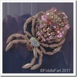 Huge-jewelled-spider-brooch-_thumb5