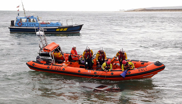 The ILB maintains its position over the submerged vehicle, so the fire crew can investigate - 27 October 2014.  Photo credit: Sally Adams/Bournemouth Echo