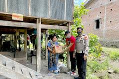 Bantu masyarakat Terdampak Covid-19, Samsat Keliling Soppeng Salurkan bantuan
