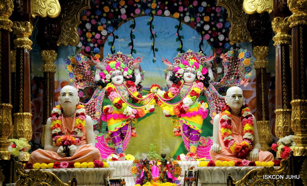 ISKCON Juhu Sringar Deity Darshan on 29th Sep 2016 (54)