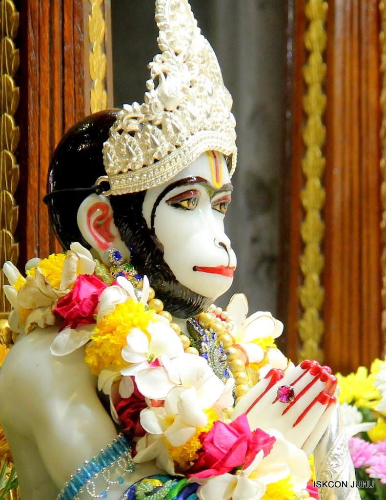 ISKCON Juhu Sringar Deity Darshan on 28th April 2016 (33)