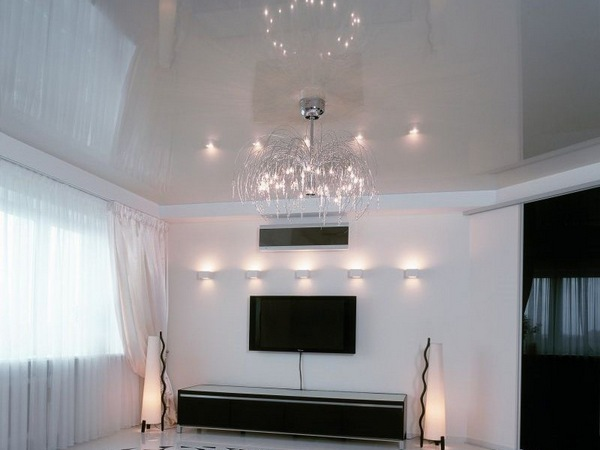Белые глянцевые натяжные потолки фото