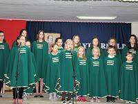 07 A helyi iskola énekkarának fellépése.jpg