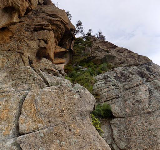 La voie de descente par la face SSE de Punta di u Castellacciu vue du bas