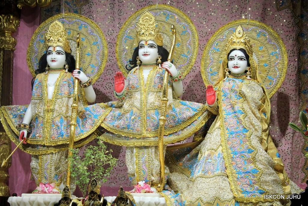 ISKCON Juhu Mangal Deity Darshan on 24 April 2016 (16)