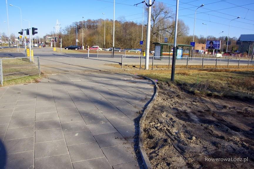 Tutaj powstanie przejazd dla rowerów przez ul. Zgierska w kierunku wschodnim.