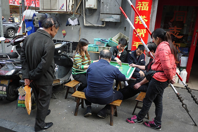 people playing mahjong outside in Changsha, China