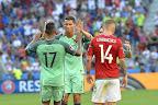 Lyon, 2016. június 22. A góllövõ portugál Naninak (b) Cristiano Ronaldo gratulál, mellettük Lovrencsics Gergõ a franciaországi labdarúgó Európa-bajnokság F csoportja harmadik fordulójában játszott Magyarország - Portugália mérkõzésen, Lyonban 2016. június 22-én. MTI Fotó: Illyés Tibor