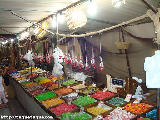 puesto de gominolas en el mercadillo del mar de Estepona (Málaga), (16 y 17 de julio de 2011)